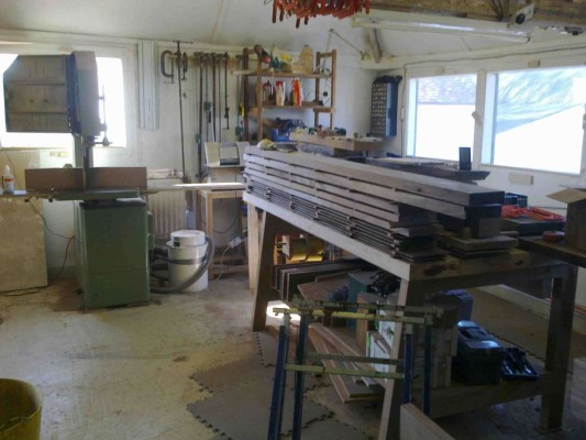 The bandsaw setup for cutting veneers