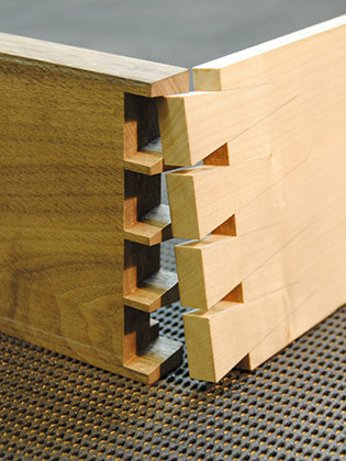 Dovetailing Course: through dovetail closeup